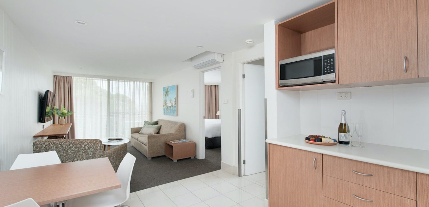 hotel-nelson-nelson-bay-hotel-accommodation-1-bedroom-king-spa-apartment-1 | Hotel Nelson